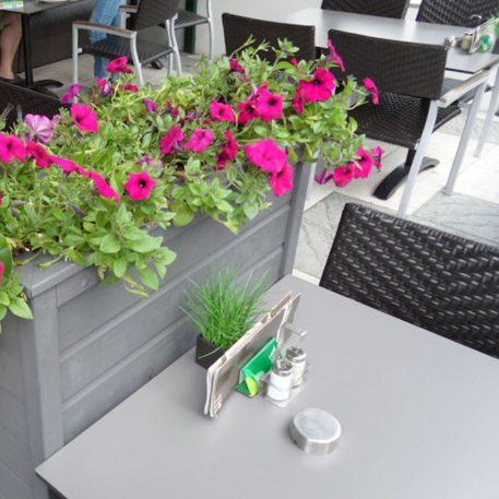 Plantenbak rechthoekig grijs geschilderd