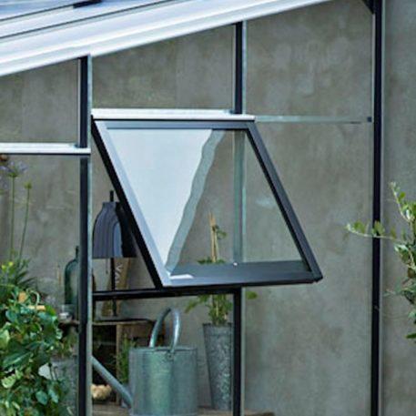 Veranda is voorzien van 2 zijgevel ramen voor goede ventilatie
