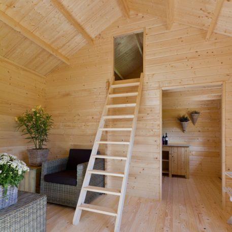 slaapruimte met trap van Vakantiehuis Caroline