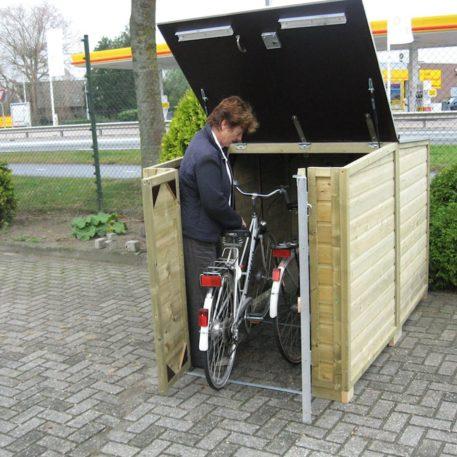 Makkelijk in- en uitrijden bij de fietsberging Solida