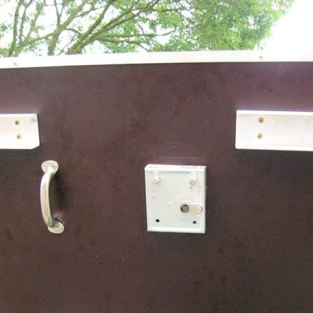 Binnenzijde deksel Berging voor Scootmobiel voorzien van handvat